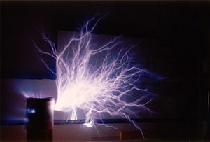 Brush discharge - A large brush discharge from the top of a Tesla coil.