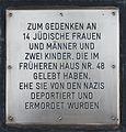 Erinnerungsstein zum Gedenken an 14 jüdische Frauen und Männer und 2 Kinder.JPG