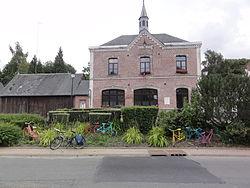 Essigny-le-Petit (Aisne) mairie (avec bicyclettes).JPG