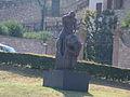 Estátua em frente à igreja.JPG