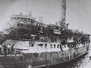 SS Exodus - Image: Exodus 1947 after British takeover