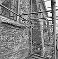 Exterieur 4e steunbeer vanaf toren zuidzijde westzijde steunbeer - Brantgum - 20039658 - RCE.jpg