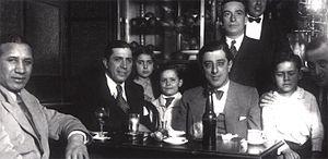 Pedro Maffia - Image: Félix Gutiérrez con Gardel con defino y familia
