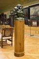 Figur på piedestal i tavelgalleriet. Den männsliga rättvisan alt. Egoismen - Hallwylska museet - 106918.tif