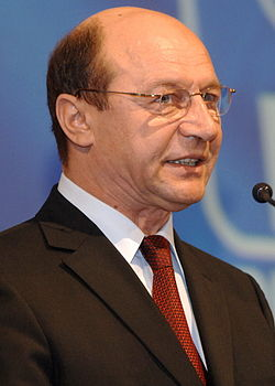 Traian Basescu - Biografie  |Traian Basescu