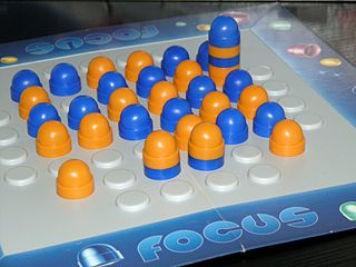 <i>Focus</i> (board game) abstract strategy board game