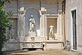 Fontaine sur le mur denceinte de la villa Médicis (Rome) (5841262965).jpg