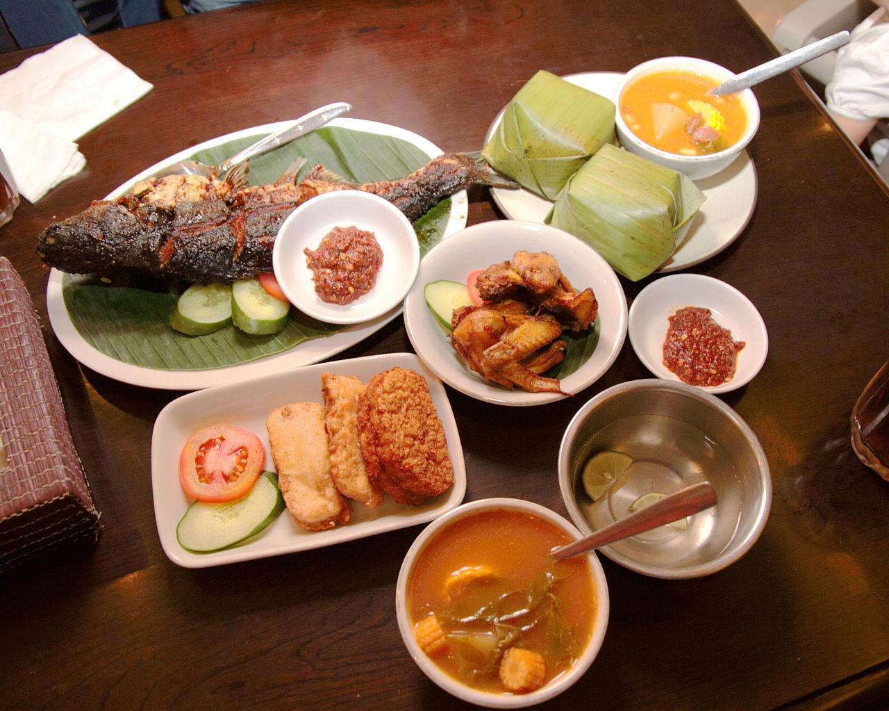 File food sundanese restaurant wikimedia for Asian cuisine catering