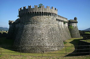The rounded walls of Sarzana Castle showed adaptation to gunpowder.
