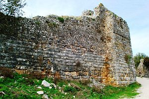 Rogoi - Wall of the castle, showing the clear difference between the masonry of the ancient foundations and the later medieval reconstruction