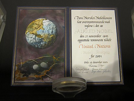 The 2001 Nobel Peace Prize to the UN—diploma in the lobby of the UN Headquarters in New York City Friedensnobelpreis 2001 Vereinte Nationen.jpg