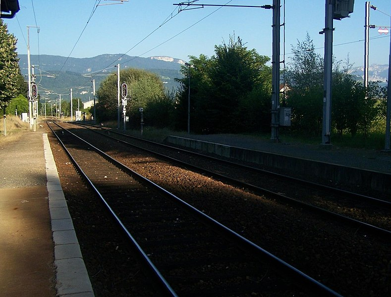 Platforms and tracks of Le Pont de Beauvoisin railway station, in the French department of Isère. Department of Savoie is straight ahead.