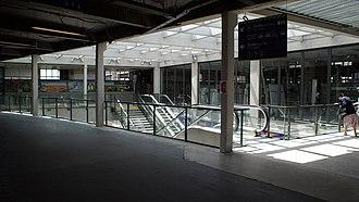 Gare d'Amiens - Image: Gare d'Amiens Accès aux quais