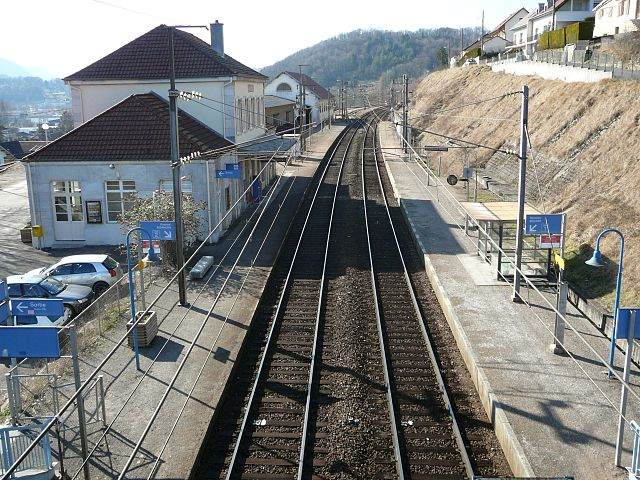 Baume les Dames en Franche Comté 640px-Gare_de_Baume_les_Dames%2C_vue_direction_Besan%C3%A7on
