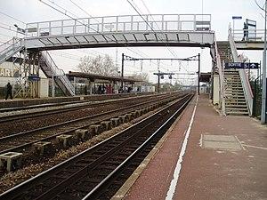 Les Ardoines (Paris RER) - Image: Gare des Ardoines 05