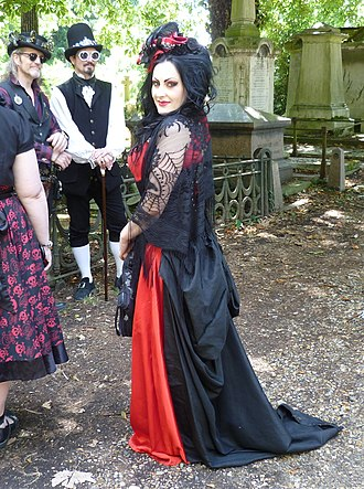 Gothic fashion - A Goth woman at Kensal Green Cemetery open day, 2015
