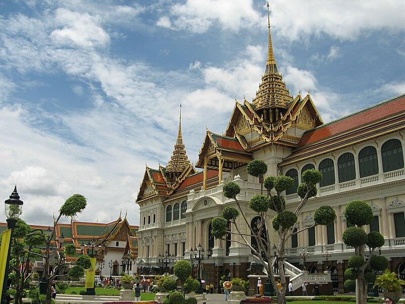File:Grand Palace Chakri Mahaprasad.jpg