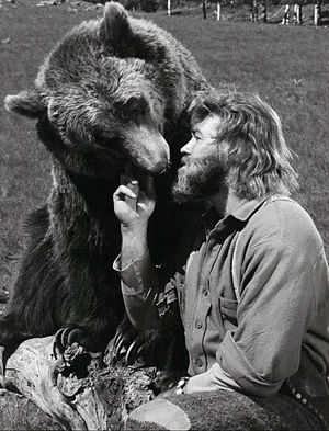 """The Life and Times of Grizzly Adams - Dan Haggerty as """"Grizzly Adams"""" and  Bozo the bear as """"Ben"""", 1977"""