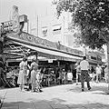 Halfoverdekt terras van café Rowal op straat, de neonreclame hangt erboven, Bestanddeelnr 255-1793.jpg