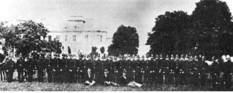 Hamilton Police Service - Photo of the Hamilton Police Force posing in front of Dundurn Castle in 1889