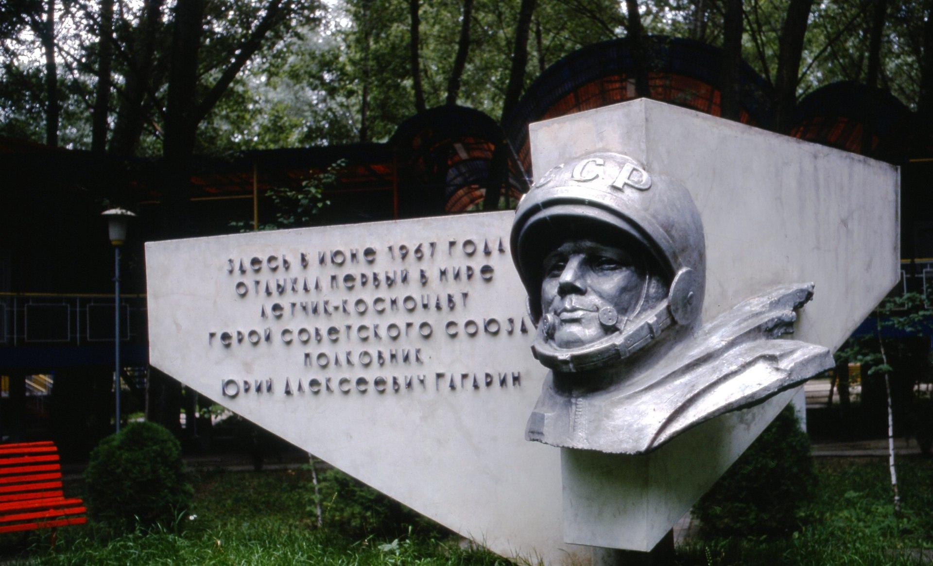 Hammond Slides Rostov-Ulyanovsk Trip 04.jpg
