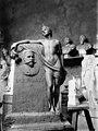 Hautapatsas, pankkiiri Emil Tollanderin (s. 1854, k. 1912) hautapatsaan alkuperäinen malli, kuvanveistäjä Walter Runebergin atelieri. - N8831 (hkm.HKMS000005-km0037ty).jpg