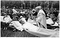 Heiligdomsvaart Maastricht (1955), Vrijthof, kinderziekencommunie.jpg