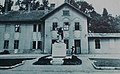 Heroes monument before Fonyód train station building (1940s).jpg