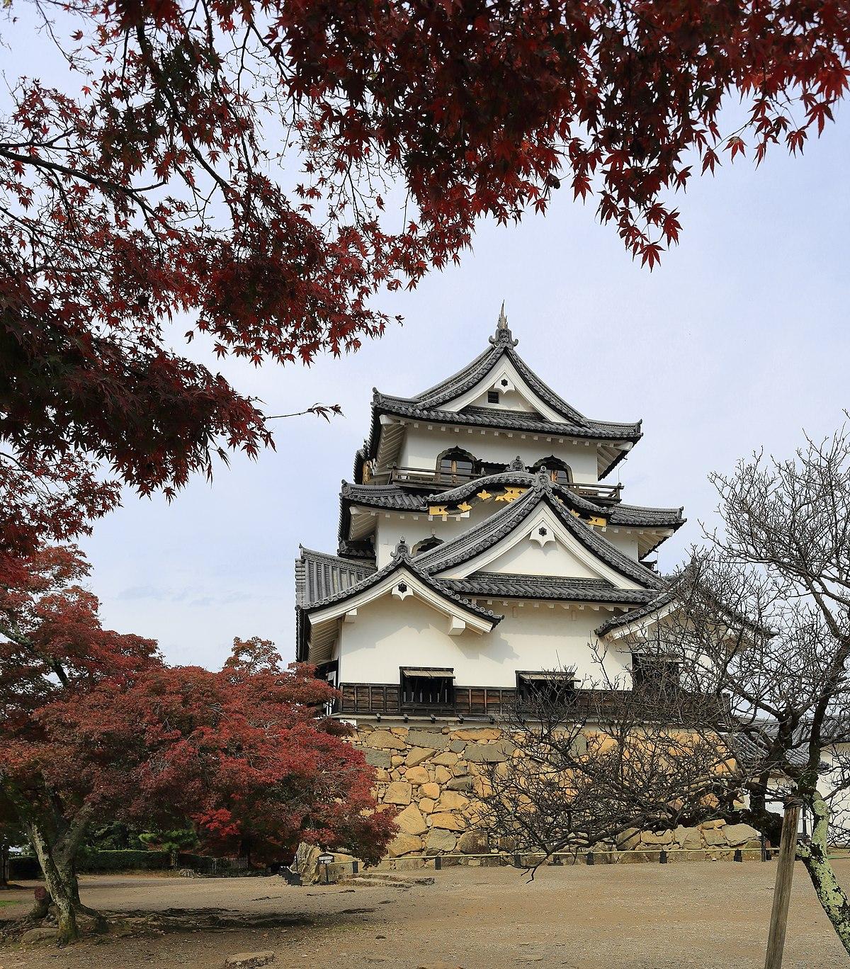Hikone Castle November 2016 -01.jpg