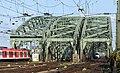 Hohenzollernbrücke Köln - Einfahrt von Westen.jpg
