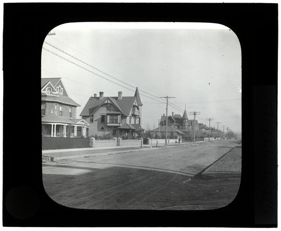Houses, Calgary (S2004-947 LS)