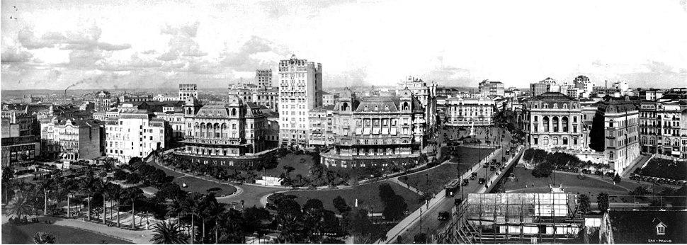 Anhangabaú Valley in Downtown São Paulo in 1920.
