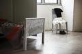 Interiör. Gröna rundeln. Sängskåp. Gavel med stol med kläder på i bakgrunden - Skoklosters slott - 85969.tif