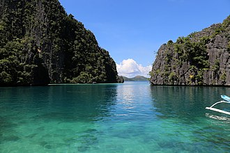 Coron, Palawan - Image: Isola di coron, baia nei pressi del lago kayangan 06