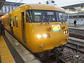JNR 117 Setouchi yellow Sun Liner Kurashiki Station2015-10-10 (22058248832).jpg