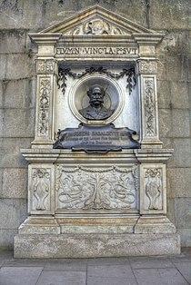 Joseph Bazalgette memorial, Victoria Embankment - close up view.jpg