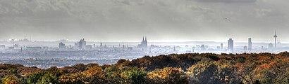 Köln Skyline an einem regnerischem Tag 2009.jpg
