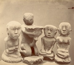 KITLV 87621 - Isidore van Kinsbergen - Sculptures at Kartawangoengan in Kuningan - Before 1900.tif