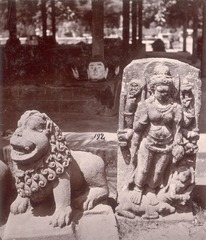 KITLV 87801 - Isidore van Kinsbergen - Sculptures Singga (left) and Durga (right) came from Yogyakarta, moved to Magelang - Before 1900.tif