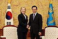 KOCIS President Lee meets with U.S. Secretary of State Hillary Clinton (4640786569).jpg