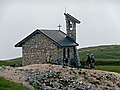 Kapelle in der Nähe des Rifugio Damiano Chiesa (Rif. Altissimo) auf 2060 m - panoramio.jpg