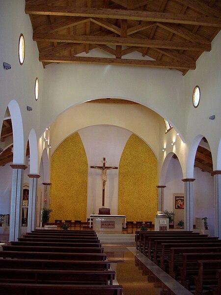 File:Katholische Kirche St Peter und Paul Lushnja innen.jpg