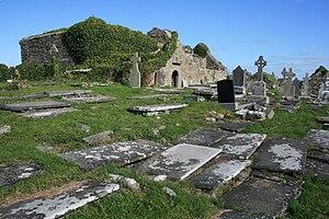 Mac Creiche - The ruined Kilmacreehy Church and its graveyard