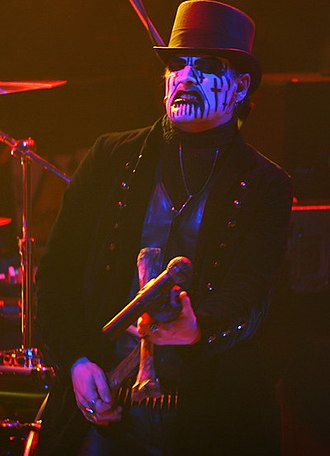 Corpse paint - Image: King Diamond live 2006 Moscow 01
