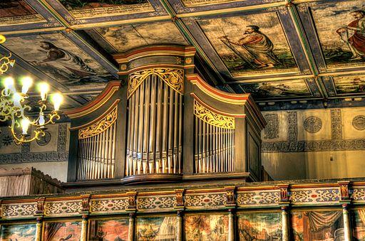 Klępsk - organy wykonane przez Ludwiga Hartiga w 1822 r. Odrestaurowane w 2007-9.