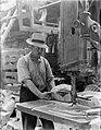 Klompenmakerij Gebr Van der Velde in Best, man bezig met het vormen van en blok, Bestanddeelnr 252-0763.jpg