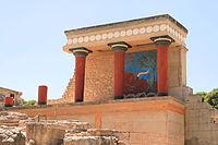 Червона колонада з фресками біля