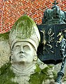 Kołobrzeg - pomnik arcybiskupa Marcina Dunina.jpg