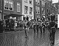 Koningin Juliana en prins Bernhard bezoeken Middelburg, défilé van marineperson…, Bestanddeelnr 906-5455.jpg