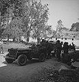 Koninklijke Nederlandse Brigade Prinses Irene. Normandië jeep en militairen, Bestanddeelnr 934-9676.jpg